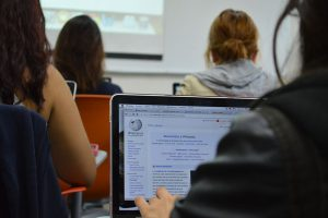 Students_working_with_Wikipedia_1