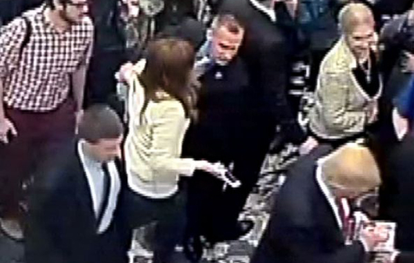 Donald Trump's campaign manager grabbing reporter's arm
