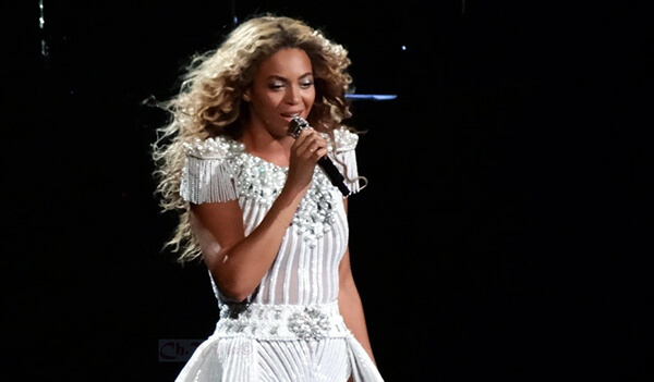 Beyonce Knowles singing