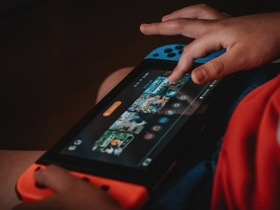 Kid on gaming device