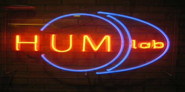 HUM lab light banner